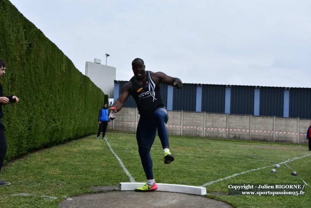 athletisme-H-poidsH-elemba owaka2-DSC_2970
