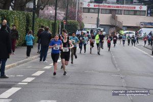 cap-course-des-coteaux-2019-11a- CLAIRE FERNANDES DEVANT LES GARCONS SUR LE 2 KM - DSC_5105